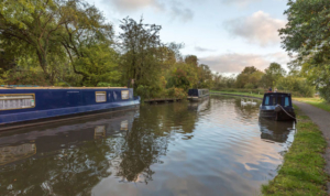narrowboat hire on the canals